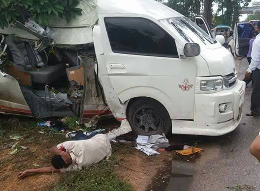 40b0b70a5e Four Mexican Tourists Die In Minivan Crash in Phichit and 6 injured. Why  does this