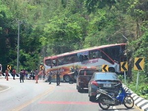 bus crash hua hin Thailand