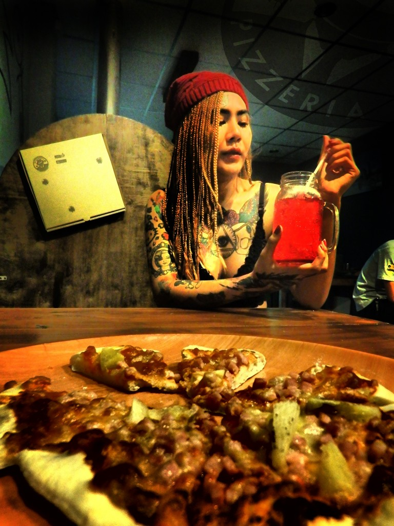 wise guy pizzeria ban pong pizza thailand wood fire pizza ratchaburi